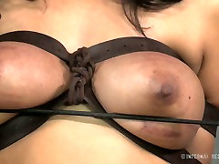 Busty white whore and her black freak have hard arab manture sex play
