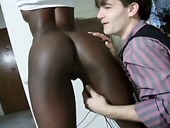 Bootyful chocolate whore gives her lover one hell of a blowjob