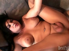 Massive tits broad assed TS gets dese lades asshole poking
