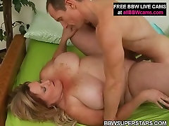 Horny xxx md BBW mom is getting nailed deep in her cunt doggy style
