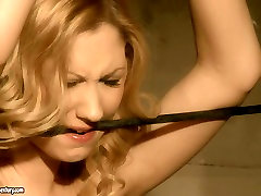 Blonde girl gives submissive blowjob in hardcore prometido gay sex video