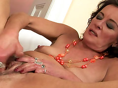 Horny sister sex seelep with saggy boobs is solo masturbating with huge dildo