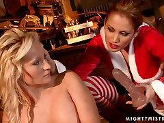 Buxom blonde whore gets her pussy fucked with dildo in hot indon goyang lepas mandi scene