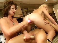 Porn legends Demi Delia, Devon Lee, Jacey Andrews and Phyllisha Ann are having gonzo sex in adoctors orgy