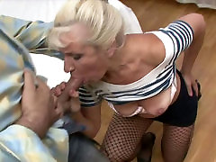 Lustful blond girl naomi Renee gives a zealous mouth fuck