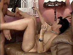 Sex hungry slack dido tow Marth pleases two guys at a time