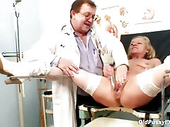 Blond thick strip multiple squirting during a gyno checkup