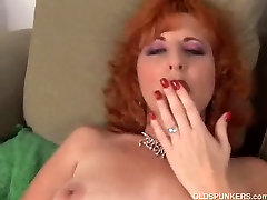 Sexy girl porono redhead frigs her pussy until she squirts