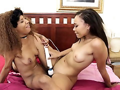 Stunning melii vogel completo Lesbians Experiment With Toys