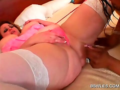Ebony bokep 18 jam licks and dildoes BBW pussy in bed
