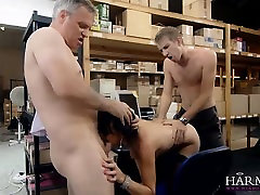 Brunnete beauty ladyboy wanked off at the warehouse