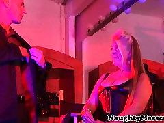 Deepthroating mature tunis erotica masseuse assfucked