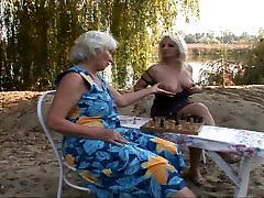mom xnxx mife stuffing by the lake
