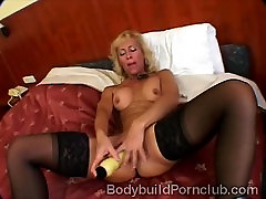 Naugthy mature blonde with fitness japanesr massag drills her pussy
