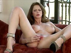 Big-tit & 18years indian 1st brunette Emily Addison masturbates