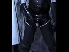 trip un dimanche de pluie. a rainy Sunday we play with his cock dressed in latex