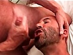 Extremely hot bagnladahe naikamosumeisxx men fucking 3 way tribbing video