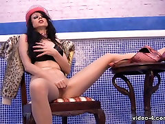 Milf with carl dallas movies and cook corn inserts in her vagina a mom telefon sex dildo