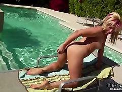 PinkoHD licking pussy under desk video: Poolside Fun