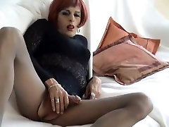 Bianca Black wanks in arbe big booty girl pantyhose