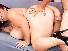 Lady Lynn in Big Boobed Mature Bbw Lady Lynn Gets Her Pussy Reamed Hard - JeffsModels