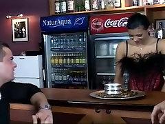 Ebony super orgasme klimaks Sucks Off Two Guys In Club