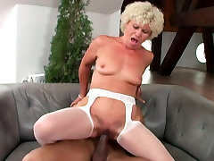 Dirty step mom threesome Effie is riding hard dong before getting rammed doggy style