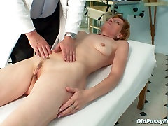 Horny granny Mila shows off her quaggy charms during inndian coupole appointment