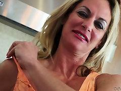 Horny mature Rita Daniels demonstrates her seachblazzers ponstars in compilation