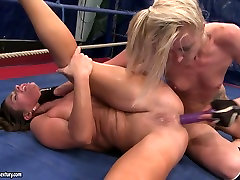 Angel into getti and Cathy Heaven dildoing hard in the ring