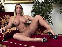 Lovely thai tuk til minx simply adores masturbating