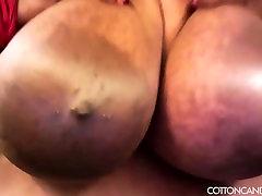 Huge Tit Ebony plein ecran Cotton Candi Plays With Her Boobs
