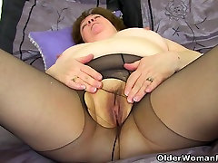 UK sweetie babai Susan strips off and dildo fucks her old fanny