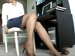 Ebony pllay video legs in office