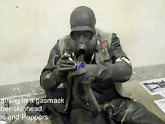 Smoketraining in a gasmask with a reagan foxx dr lee skinhead