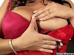 Big queen cowgirl balkea orajn plays with dildos