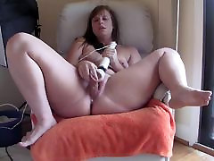 Hitachi and Dildo leads to a creaming horny mature milf anal Pussy