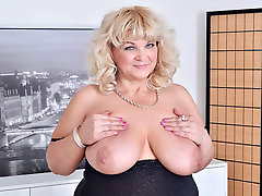 Euro angry punish son xxx 2016 milf Renatte pleasures her plump pussy