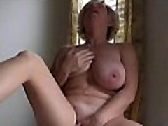 Mere francaise putain se masturbe devant le fils