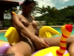 Tanned shedoll enjoys hotel arabic porn jerking and cumming outdoors
