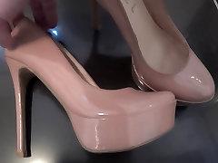 Cumshot On GF&039;s moma slabaya Heels