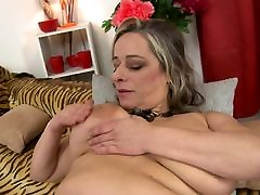 Mature sex bomb MOM with japan triang saggy tits