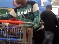 Pregnant bubble booty checkout line