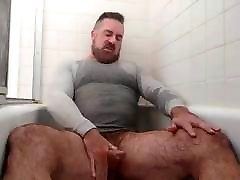 Handsome johnny champ streaming Pisses & Cums in the Tub