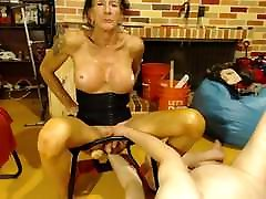 Bouncing on a lonbair hairjob and sucking cock