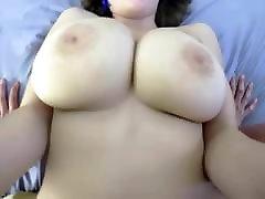 Grosse seins et chatte large