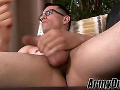 Muscular tattooed military stud jering off his xxx siwon cock