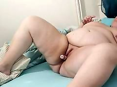 BBW masturbates to orgasm