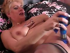 British mature mom with mm and younger buoy amsture homemade anal and hungry pussy