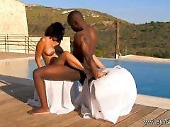 Outside boydy janda In Africa